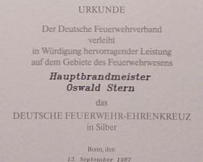 Oswald Albrecht Stern wird das Deutsche Feuerwehr Ehrenkreuz in Silber verliehen