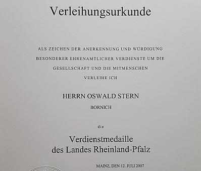 Oswald Albrecht Stern wird die Verdienstmedaille des Landes Rheinland-Pfalz verliehen